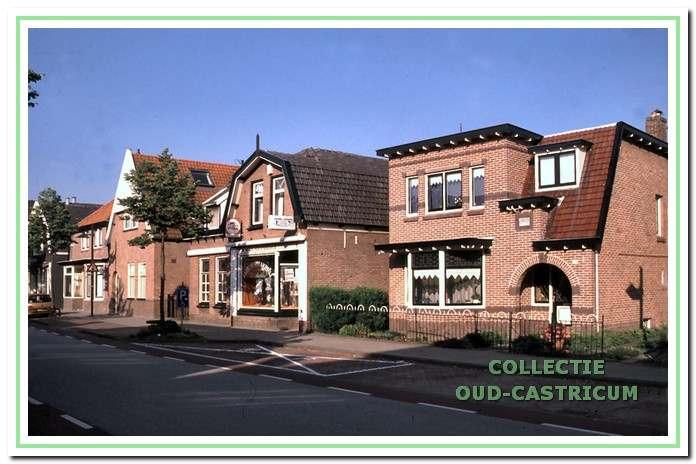 Foto met rechts het pand Dorpsstraat 104.