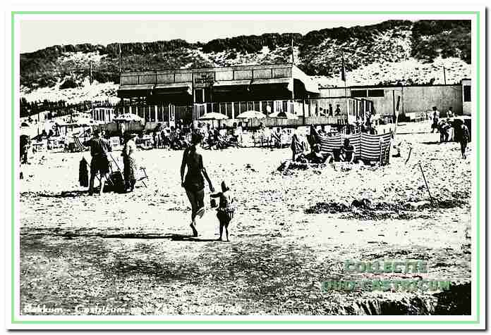 Strand met paviljoen Zeezicht van de gebroeders Bakker.