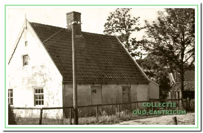 In dit huisje (nr 4) woonde opoe Hollenberg met haar zoon Arie Hollenberg.
