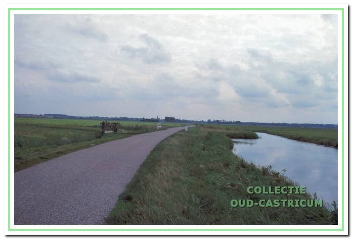 De Uitgeesterweg met de Witte brug (beeldbank Oud-Castricum).