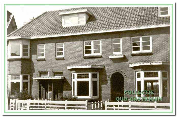In dit blok van vier huizen woonden op nummer 54 een verpleegster van Duin en Bosch, eerder woonde hier Carl Assmann. Op 56 woonde de familie Vos, huisknecht op Duin en Bosch. Gesloopt in 1943 op last van de bezetter.