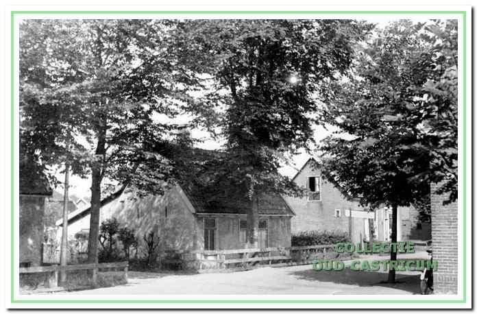 Het huis van Piet Bleijendaal (nummer 7). Rechts is nog juist de heg van het Dokterspad zichtbaar.