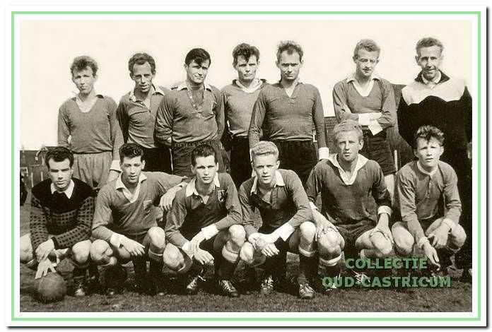 Het elftal van Vitesse dat in 1959 de titel pakte en promoveerde naar de 2e klasse van de KNVB.