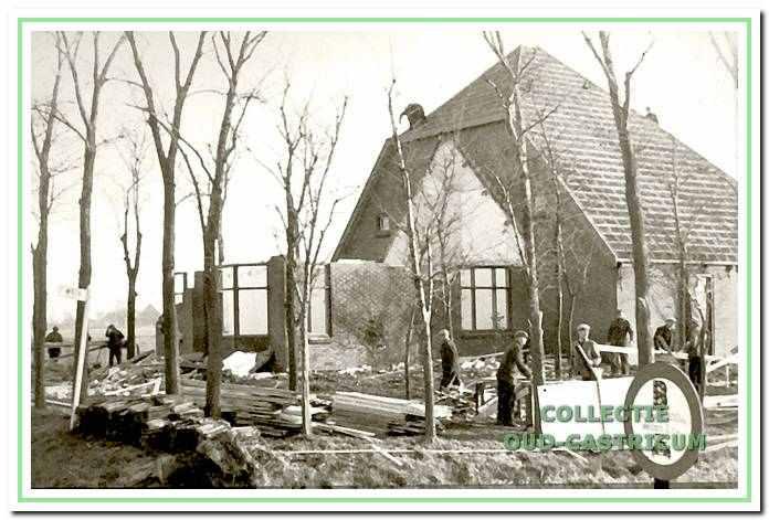 Vele boerderijen gingen tegen de vlakte, dit is de sloop van die van de familie Al aan de Alkmaarderstraatweg.
