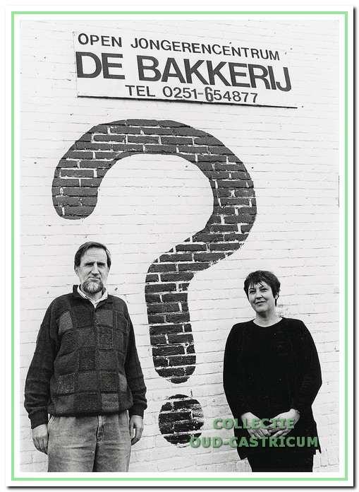 Bestuursleden Theo Smit en Janine Cornel - Draijer in 1994. Er was even sprake van dat de naam De Bakkerij zou veranderen in een vraagteken, maar van dat idee werd snel afgestapt.