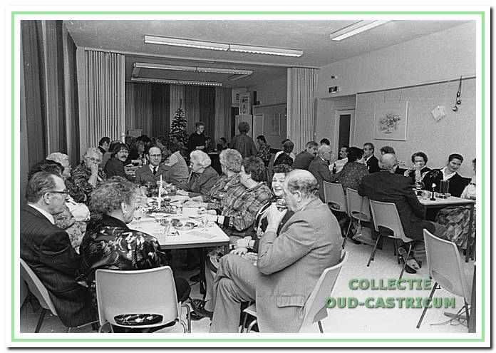 Kerstviering in 1990 van de ouderenbond PAC in de Kern, Overtoom 15 in Castricum.