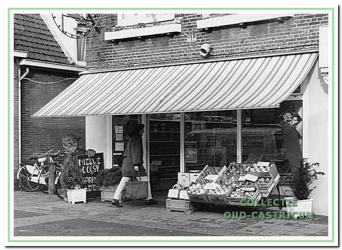 Groentewinkel van Stengs aan de Burgemeester Mooijstraat 37.