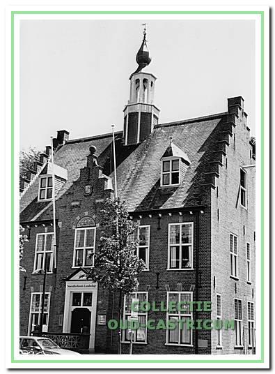 Het oude raadhuis  biedt kantoor aan Noordhollands landschap.