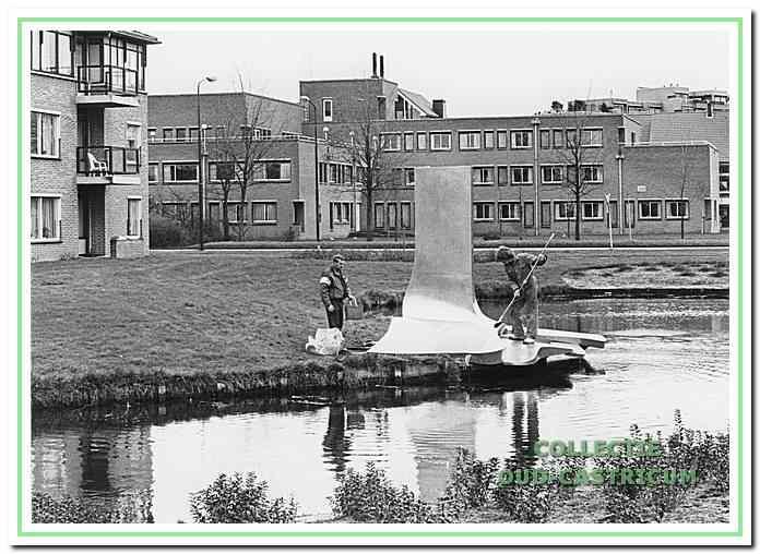 De fontein in het water bij het Klaverland aan de Alkmaarderstraatweg in Castricum.