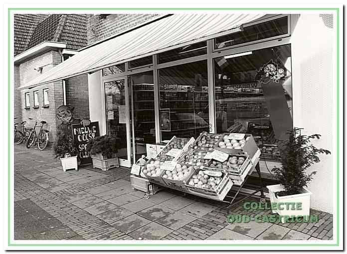De winkel van Stengs aan de Burgemeester Mooijstraat.