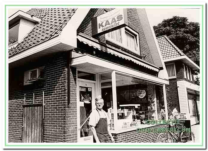 Peter Bos voor zijn winkel.