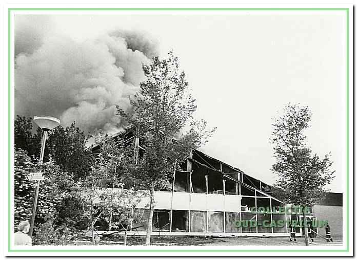5-7-1987: Het zwembad De Witte Brug brandt totaal uit.
