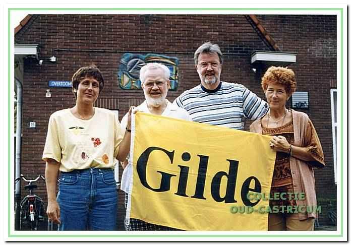 Leden van Het Gilde - stichting Welzijn Castricum - voor locatie 'de Kern', Overtoom 15 in Castricum.