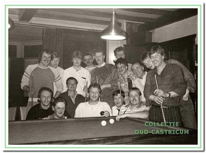 Een biljartgroep bij Borst in 1994.