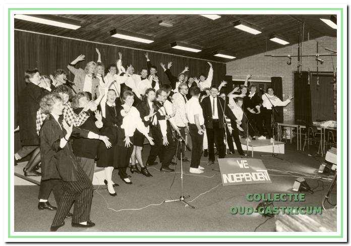 Jeugd- en kerkkoor We Independent tijdens een uitvoering.