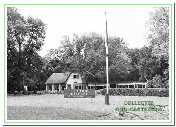 In 1952 werd aan de zuidzijde een zijvleugel aan Johanna 's Hof' gebouwd.