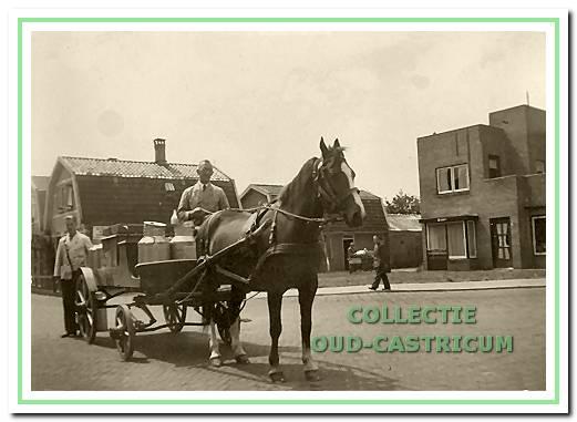 Jan Tervoort sr. ventte heel lang met paard en wagen.