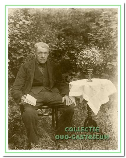Cornelis (Cees) de Vries, geboren in Castricum  op22-12-1856, arbeider, tolgaarder, kruidenier en landbouwer, woonde in de Duinderbuurt.