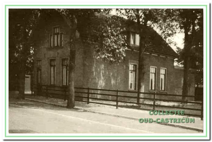 Het oude woonhuis van de rijkspolitie aan de Van Oldenbarneveldweg 39. De laatste bewoner was rijksrechercheur en speurhondgeleider Herman van der Leegte.