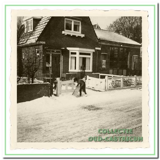 Woning en autospuiterij van Adriaan Dekker.