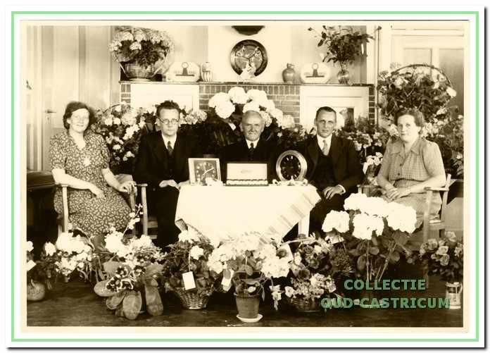 Viering van het 50-jarig jubileum van kruidenier Stolk.