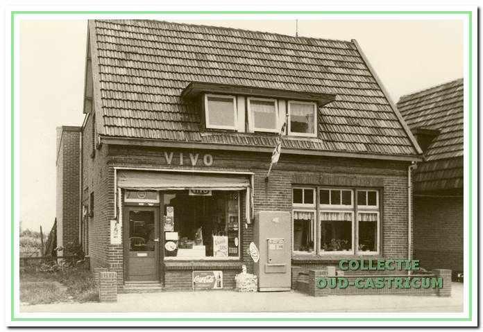 De winkel van Cor en Marie de Winter aan de Heereweg 25.