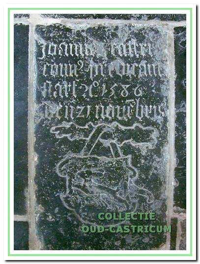 De oudste grafsteen in de Dorpskerk dateert uit 1586 en is van Jan Pietersz. Castricum, pastoor en later hier bevestigd als predikant.