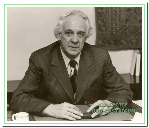 Staatssecretaris Mertens, eregast in 1977.
