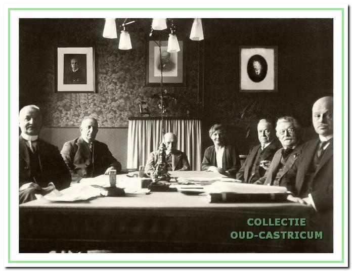 Door het Provinciaal Bestuur van Noord-Holland werd een toezicht college (commissie van bestuur) ingesteld dat advies gaf en controle uitoefende op de Besturen van de Provinvciale Ziekenhuizen van Noord-Holland.