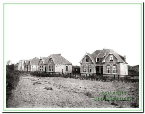 De woonhuizen 29 tot en met 43 (alleen oneven) van woningbouwvereniging Goed Wonen kort na de bouw in 1913.