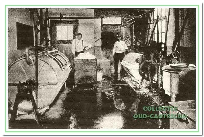 De was- en centrifugeerafdeling van Stoomwasserij Blanka in 1925 aan de Gasstraat 1 in Castricum.