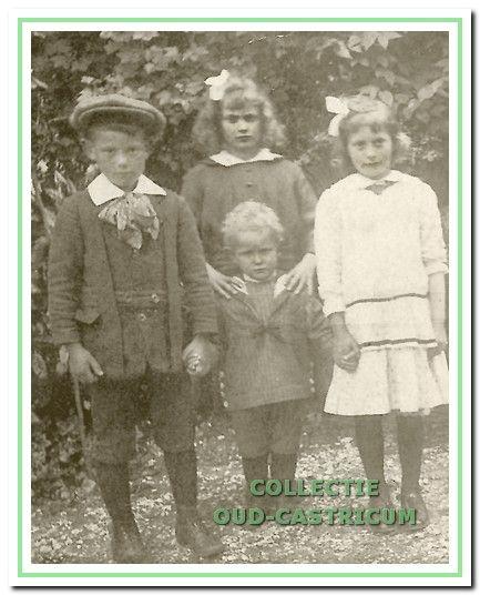 Anna, Alida, Cor en Frans Peperkamp omstreeks 1916, nadien worden nog Maria en Catharina geboren.