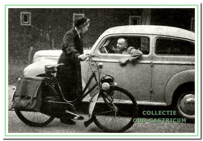 Een foto, die bij het artikel in de Katholieke illustratie in 1952 was geplaatst. Dokter de Jongh en zuster Bosdriesz ontmoeten elkaar onderweg.