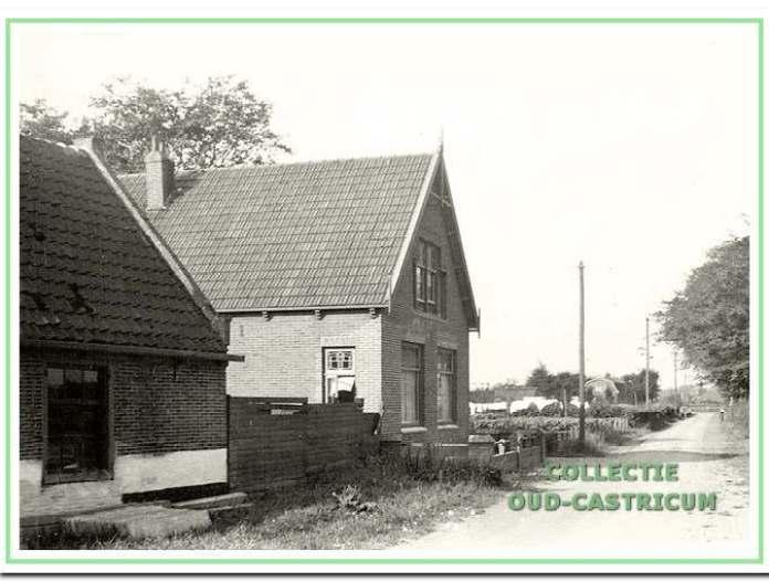 Het huis van André Groot (nr 43) met een deel van de roggebrood- fabriek.