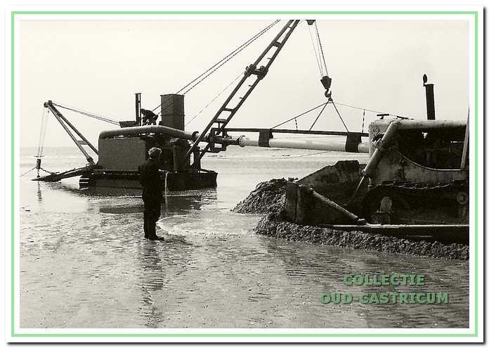 In 1980 tracht de firma Hofland met speciale apparatuur de Salamander te bergen.