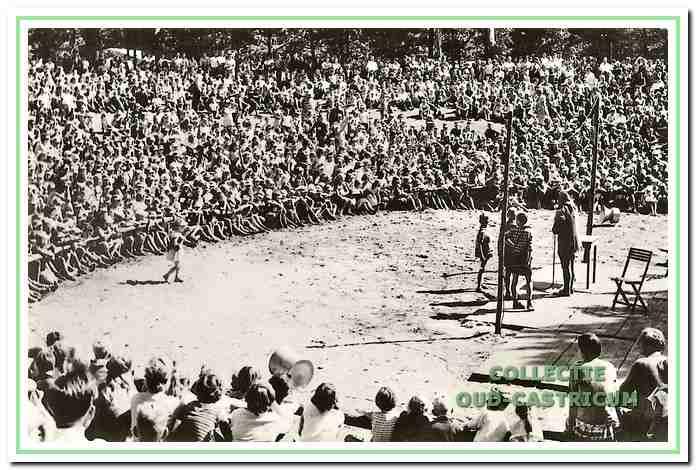 Kinderfeest in 'De Pan' in 1964.