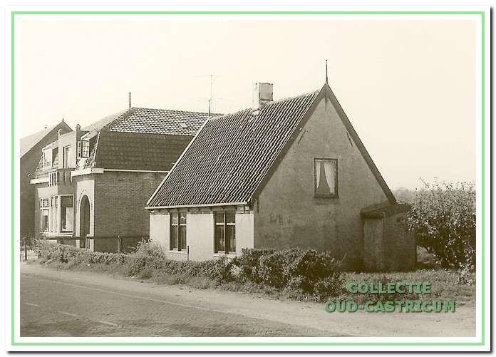 Op de hoek van de Haagscheweg stond het huisje van Piet Kuijs en Marie de Zeeuw (zie 24).