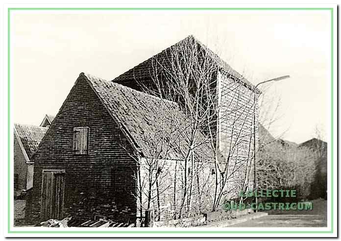 De hooiberg met aansluitende veestalling omstreeks 1962.
