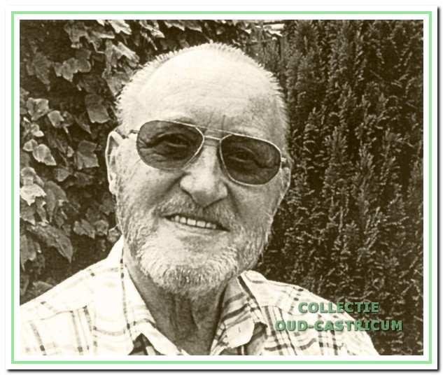 Hans Klinkspoor was bestuurslid, toneelspeler, regisseur, zat in de leescommissie en schreef eenakters.