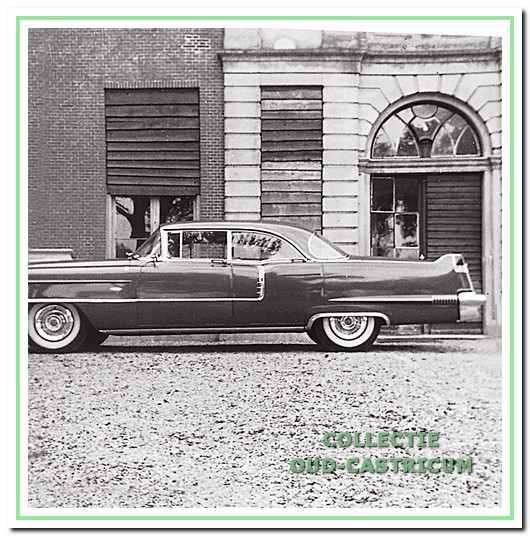 De prachtig gepoetste Cadillac van jonker Frits voor Marquette. De foto is gemaakt door zijn nichtje jkvr. Paula Gevers die daar toen samen met haar oom Frits op bezoek was.
