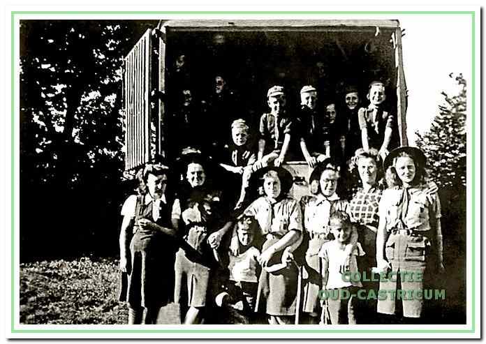 Het eerste zomerkamp van de welpen in 1947 in Schoorl.