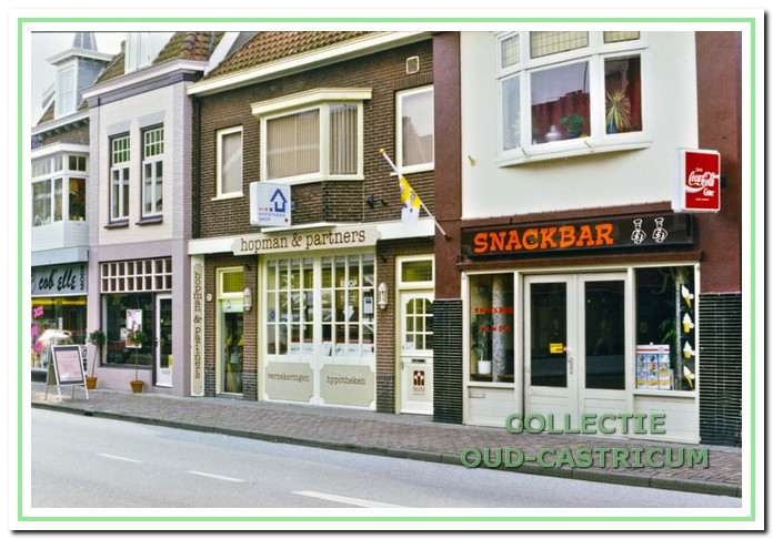 V.r.n.l. de panden Dorpsstraat 39, 39a, 41 en 43 omstreeks 1995.
