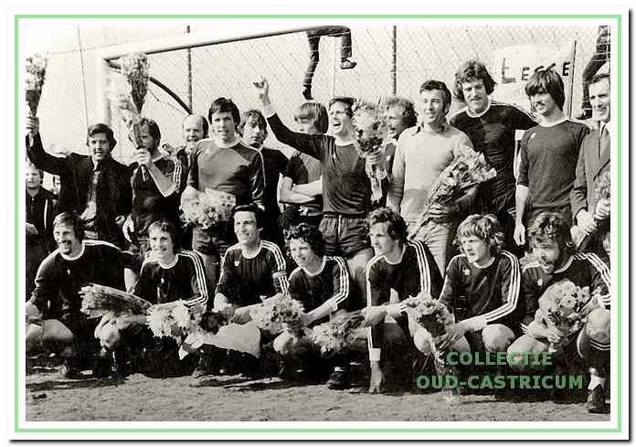 De mannen die in 1978 kampioen werden; zij promoveerden eindelijk naar de eerste klasse.