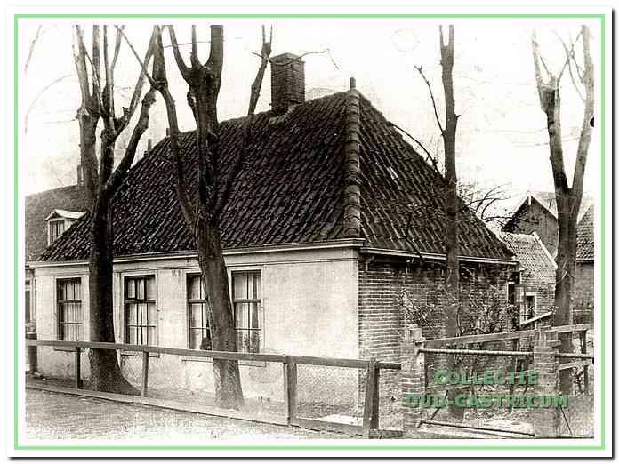 Het huis (nr 6), dat in 1895 werd gekocht door Klaas Vader en in 1936 werd afgebroken.