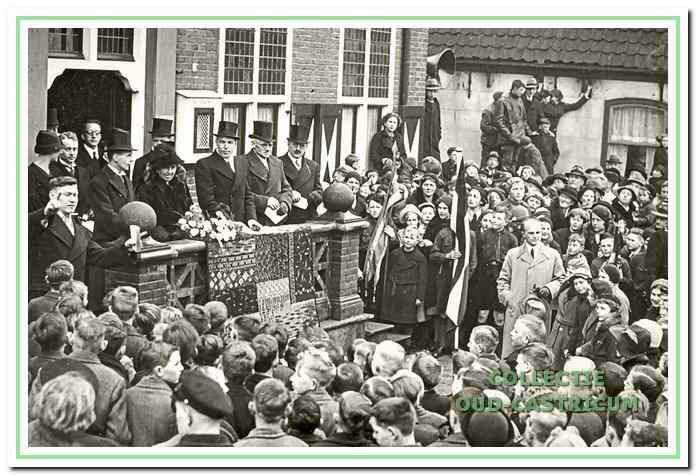Inhuldiging burgemeester Sloet op het raadhuis.