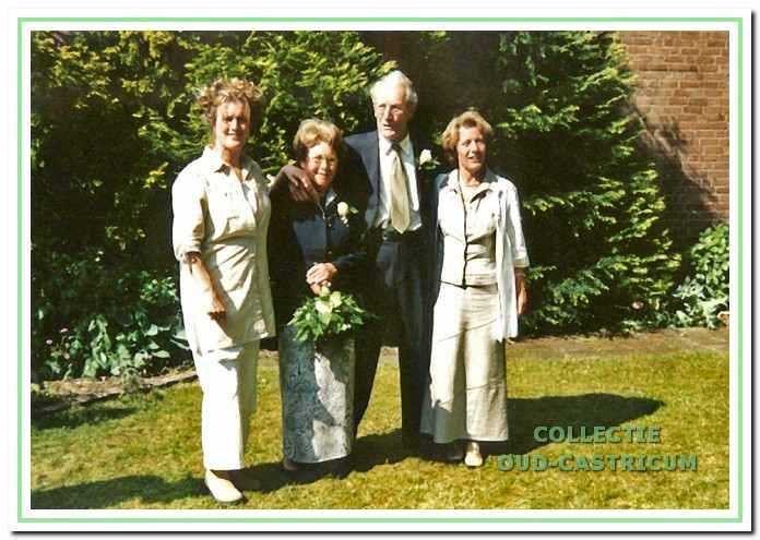 Joh. Duijn en Gré Gijzen met hun dochters.