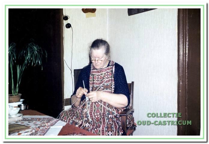 Moeder Cornelia M. Zonneveld - Bakker, geb. 17 maart 1892, overleden 18 oktober 1971.