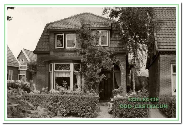 Het huis van de familie Van Deelen aan de Tetburgstraat in Bakkum.