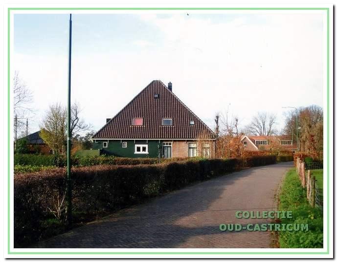 De huidige boerderij aan de Breedeweg.