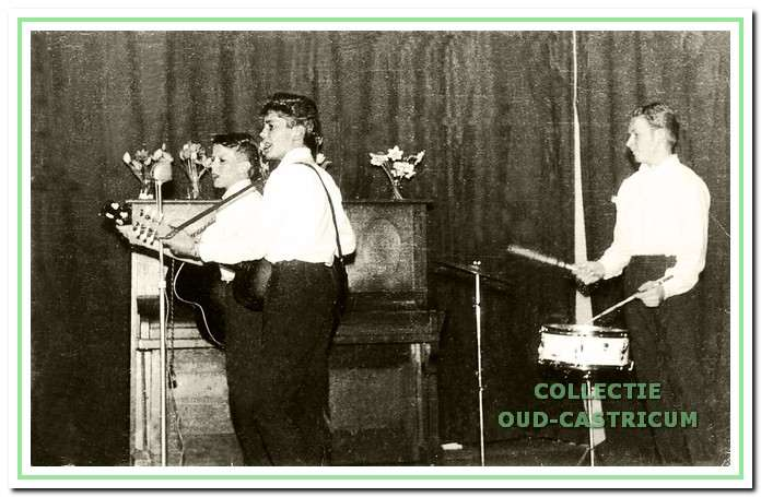 The Yellow Rockers tijdens een optreden begin jaren (negentien)zestig.